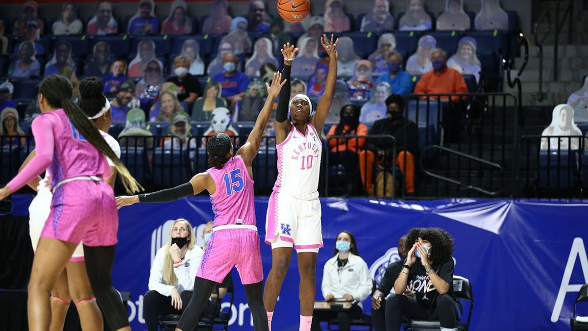 Rhyne Howard scored 31 points and grabbed nine rebounds as the 17th-ranked Kentucky women's...