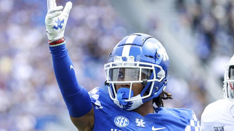 Kentucky wide receiver Wan'Dale Robinson (1) celebrates getting a first down during the first...