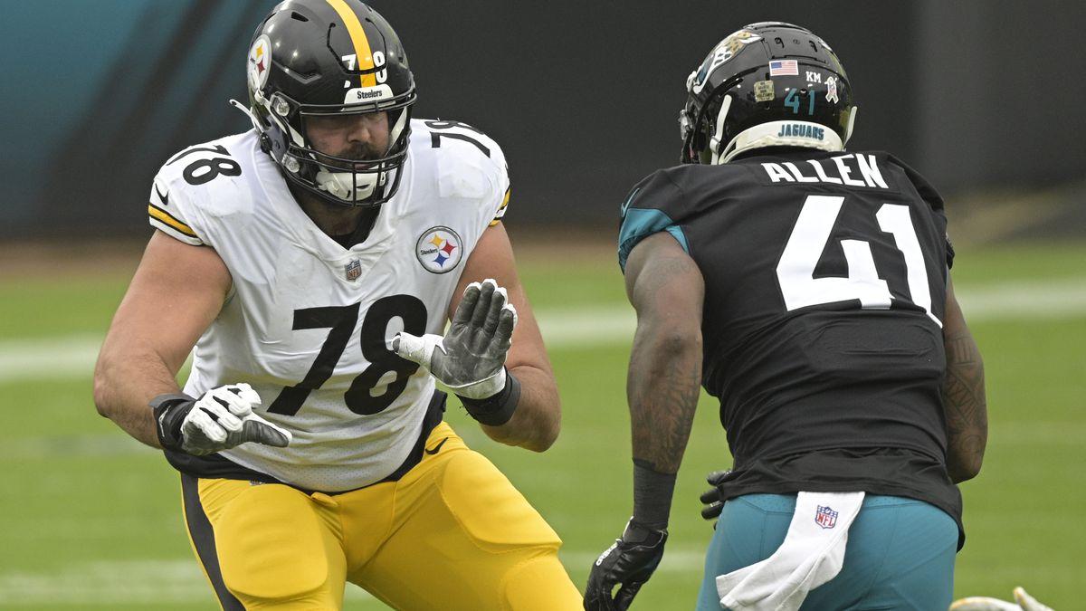 Pittsburgh Steelers offensive tackle Alejandro Villanueva (78) looks to block Jacksonville...