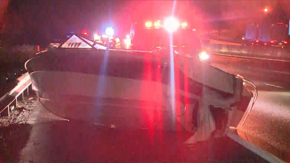 Crash blocks lanes of I-75 in Lexington