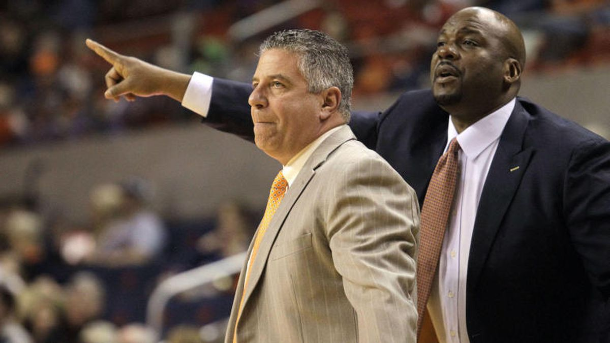 Feb 24, 2016; Auburn, AL, USA;  Auburn Tigers head coach Bruce Pearl (left) and assistant coach...