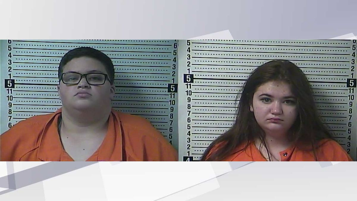 Isabelle Mason (l,) and Jaimee Pack (r,) both face charges of robbery, cruelty to animals, and shoplifting. (Photos: Boyle County Detention Center)