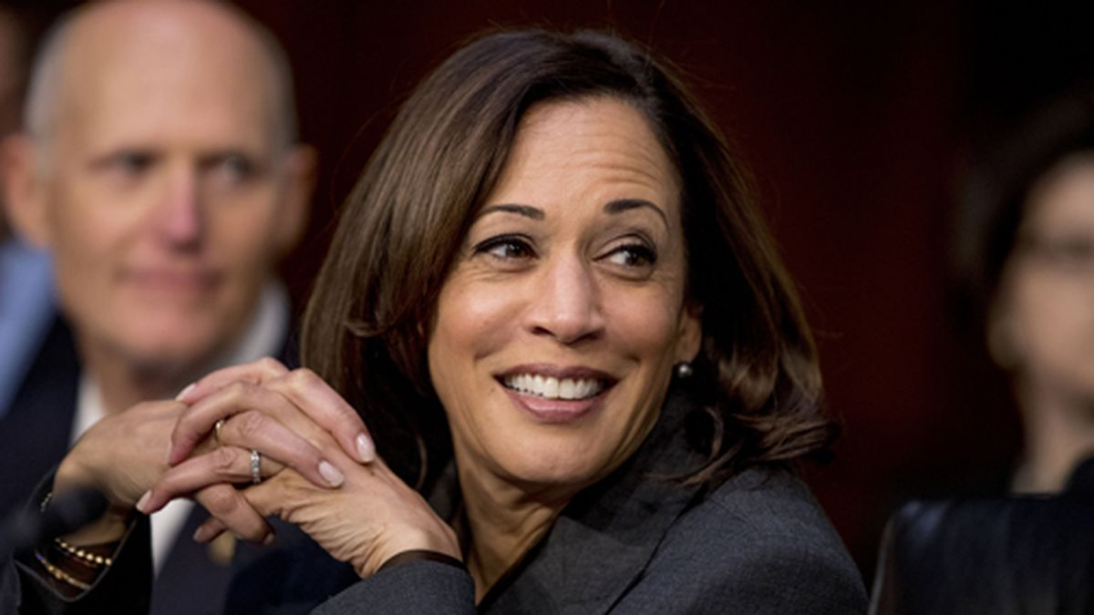Democratic presidential candidate Sen. Kamala Harris, D-Calif., right, and Sen. Rick Scott, R-Fla., left, appear for a Senate Homeland Security Committee hearing on Capitol Hill in Washington, Tuesday, Nov. 5, 2019. (AP Photo/Andrew Harnik)