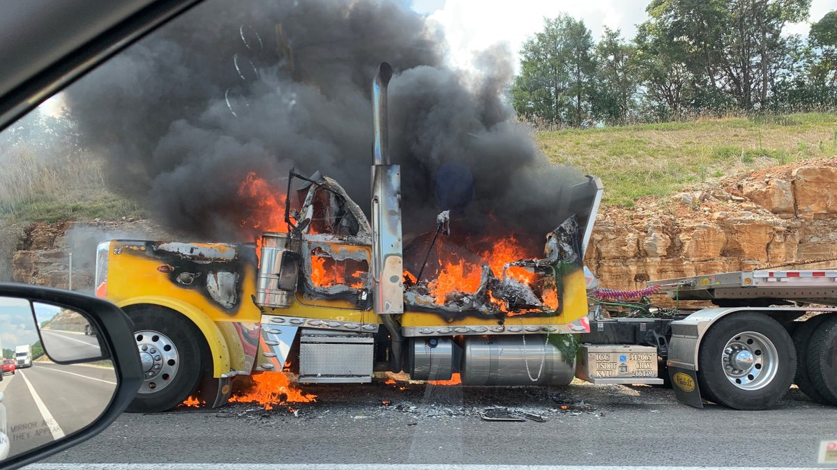 A tractor-trailer fire is causing delays on Interstate 75 in Rockcastle County. (WKYT)