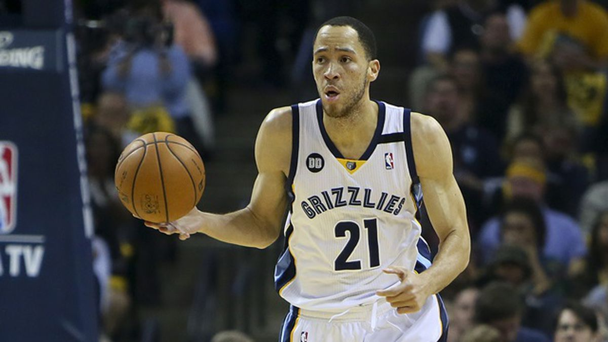 May 3, 2013; Memphis, TN, USA; Memphis Grizzlies small forward Tayshaun Prince (21) brings the ball up court in game six of the first round of the 2013 NBA Playoffs against the Los Angeles Clippers at FedEx Forum. Mandatory Credit: Spruce Derden-USA TODAY Sports