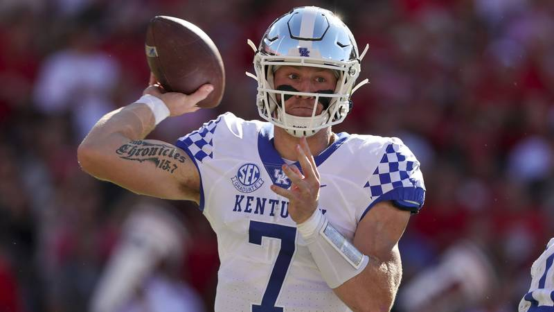 Kentucky quarterback Will Levis (7) throws a pass against Georgia during the first half of an...