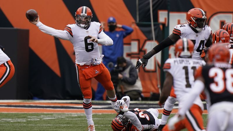 Cleveland Browns quarterback Baker Mayfield (6) throws during the second half of an NFL...