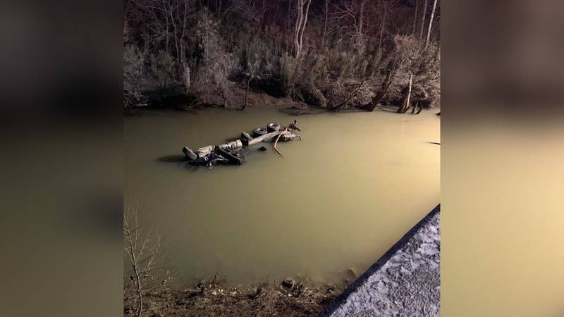 The Mountain Parkway back open after attempts to pull truck from the Red River.