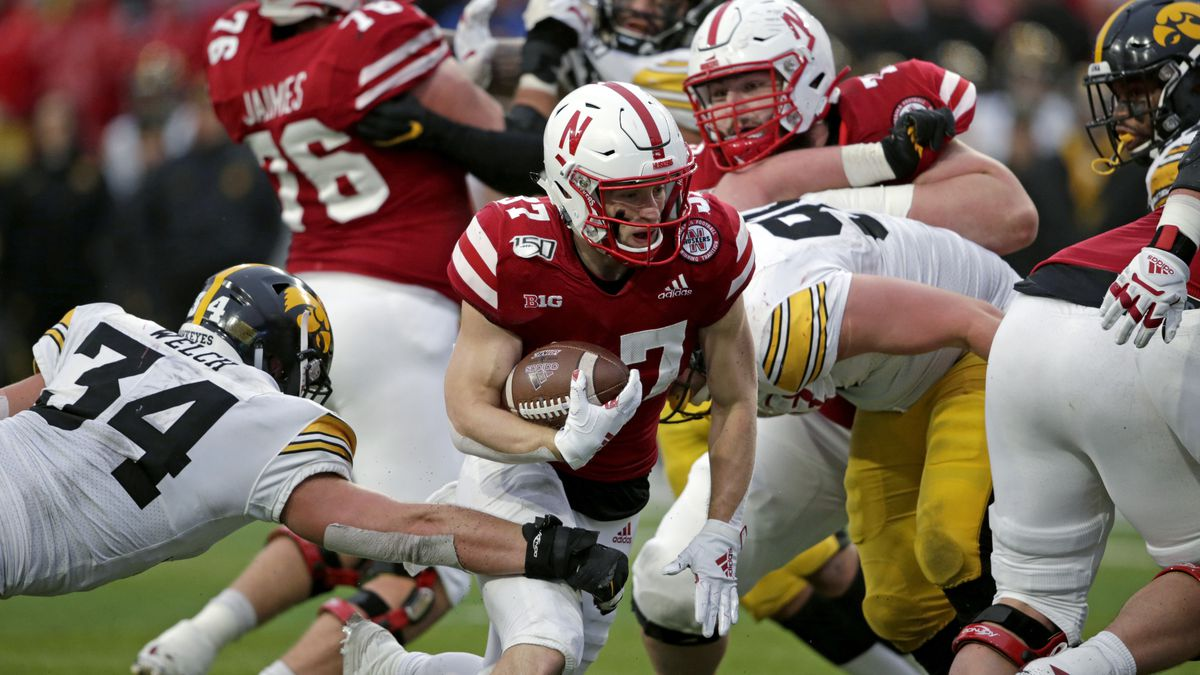 Big Ten conference presidents and chancellors are expected to vote Monday on whether its football teams can play a shortened season.