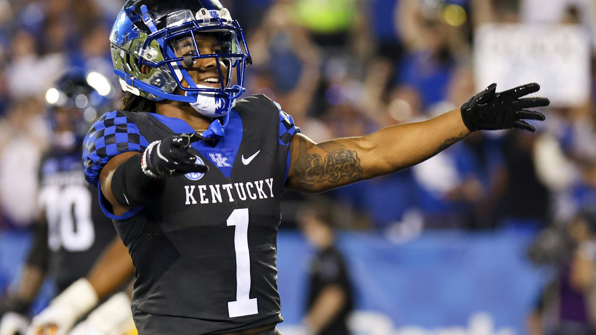 Kentucky wide receiver Wan'Dale Robinson celebrates his touchdown during the first half of an...