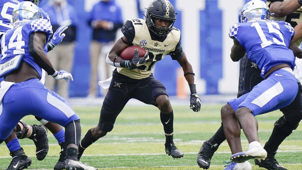 Vanderbilt running back Keyon Henry-Brooks (21) runs with the ball during the first half of an...