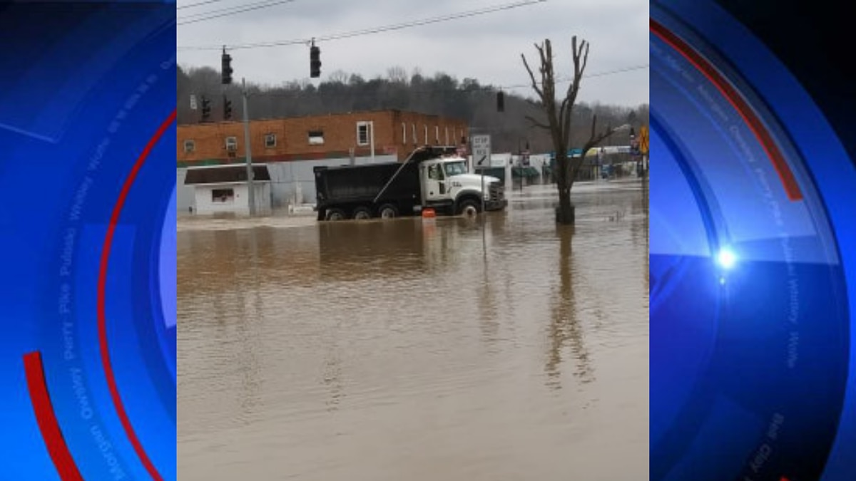 Lee County dump trucks are heading to the downtown Beattyville trailer park to help evacuate...