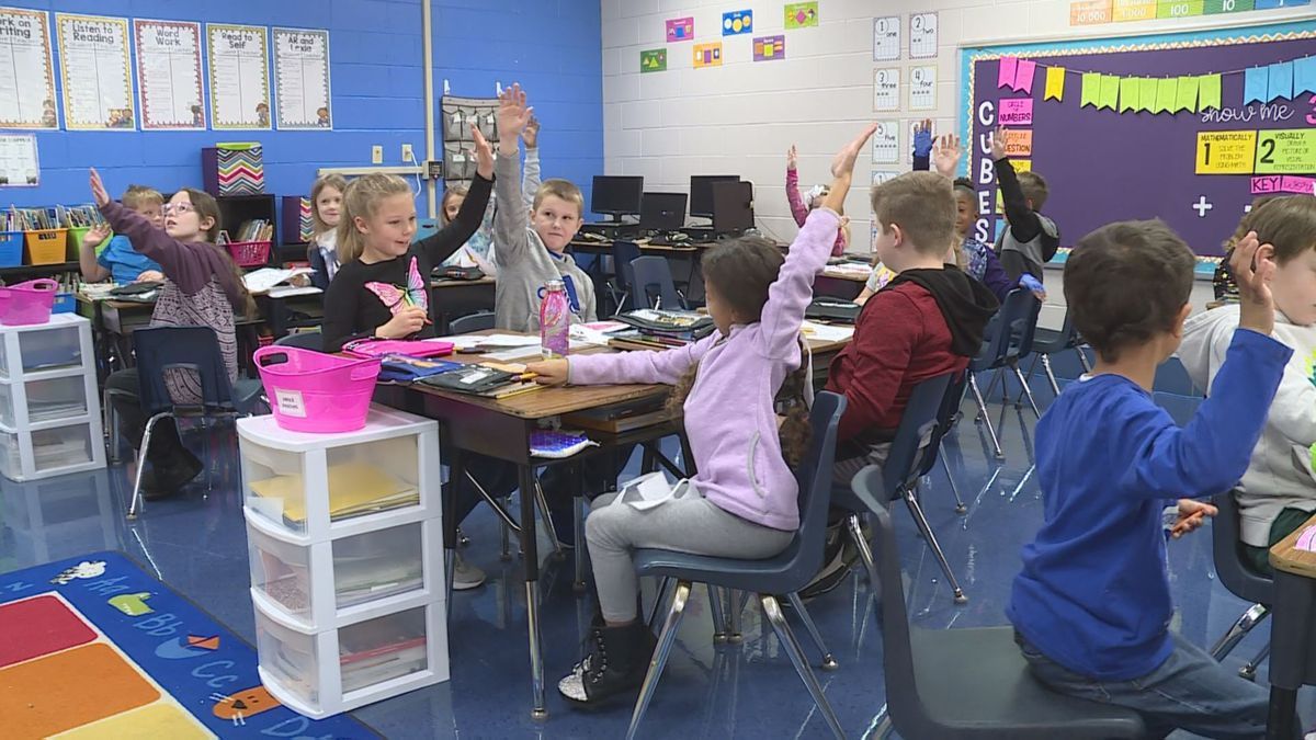 Students and teachers at Strode Elementary School drew inspiration from Fred Rogers during World Kindness Day. (Photo: WKYT/Andrea Walker)