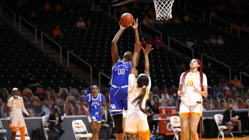 Kentucky loses at UT 70-53.