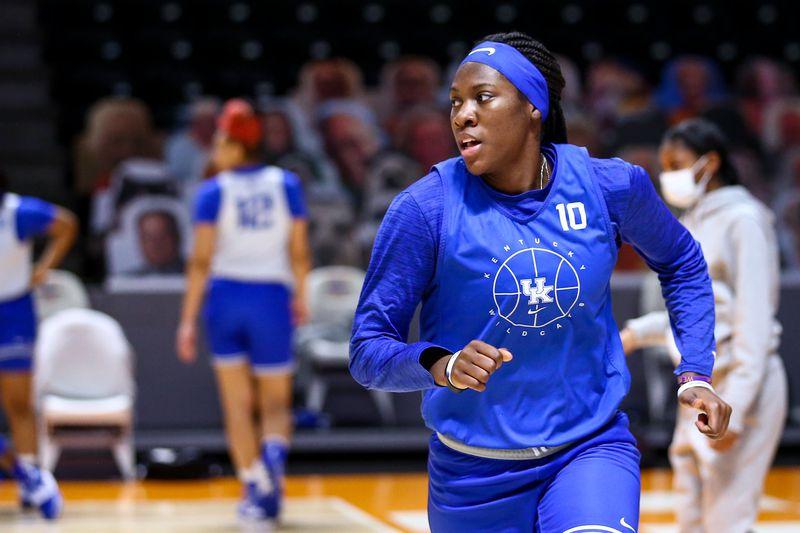 Kentucky drops to No. 15 in AP Top 25.