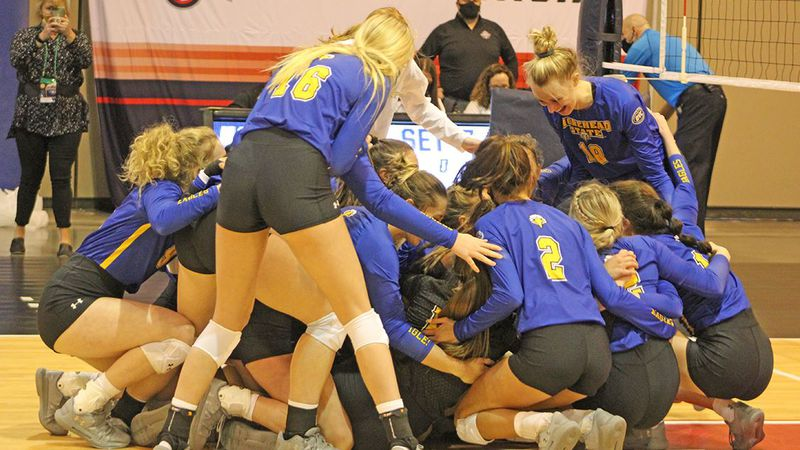 Eagles win a five-set thriller, advance to face Florida