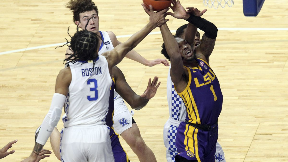 LSU's Ja'Vonte Smart (1) shoots while defended by Kentucky's B.J. Boston (3) during the first...