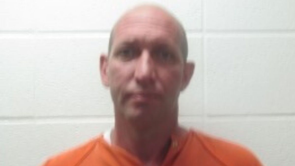 A federal grand jury indicted Cumberland City Assistant Police Chief Kenny Ray Raleigh on one count of unreasonable force by a police officer and one count of obstruction of justice.