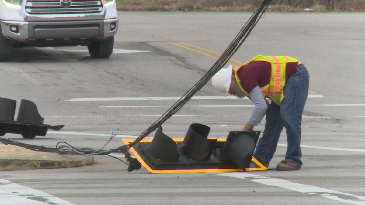 It was reported around 8 a.m. that the traffic signal was down at U.S. 127 and Burlington Lane.
