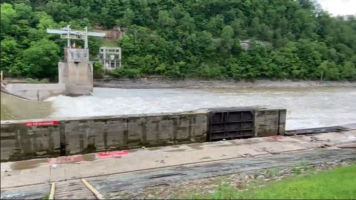 Day 2 of the search started about 11 miles downriver from lock number 7. (WKYT)