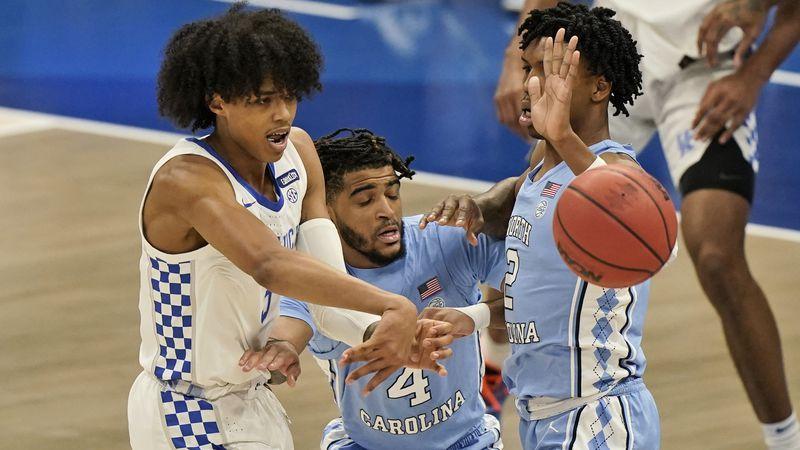 Kentucky's Brandon Boston Jr., left, passes against North Carolina in the first half of an NCAA...