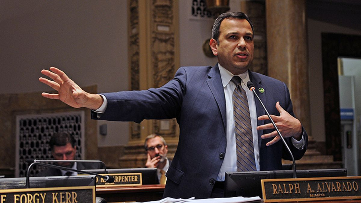 """FRANKFORT, February 20 -- Sen. Ralph Alvarado, R-Winchester, speaks about a report released yesterday titled """"Medicaid Pharmacy Pricing: Opening the Black Box"""" dealing with Medicaid and pharmacy costs, in the Senate. (LRC Public Information)"""