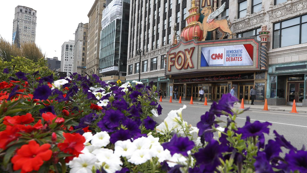 The Fox Theatre displays signs for the Democratic presidential debates in Detroit, Monday, July 29, 2019. The second scheduled debate will be hosted by CNN on July 30 and 31. (AP Photo/Paul Sancya)