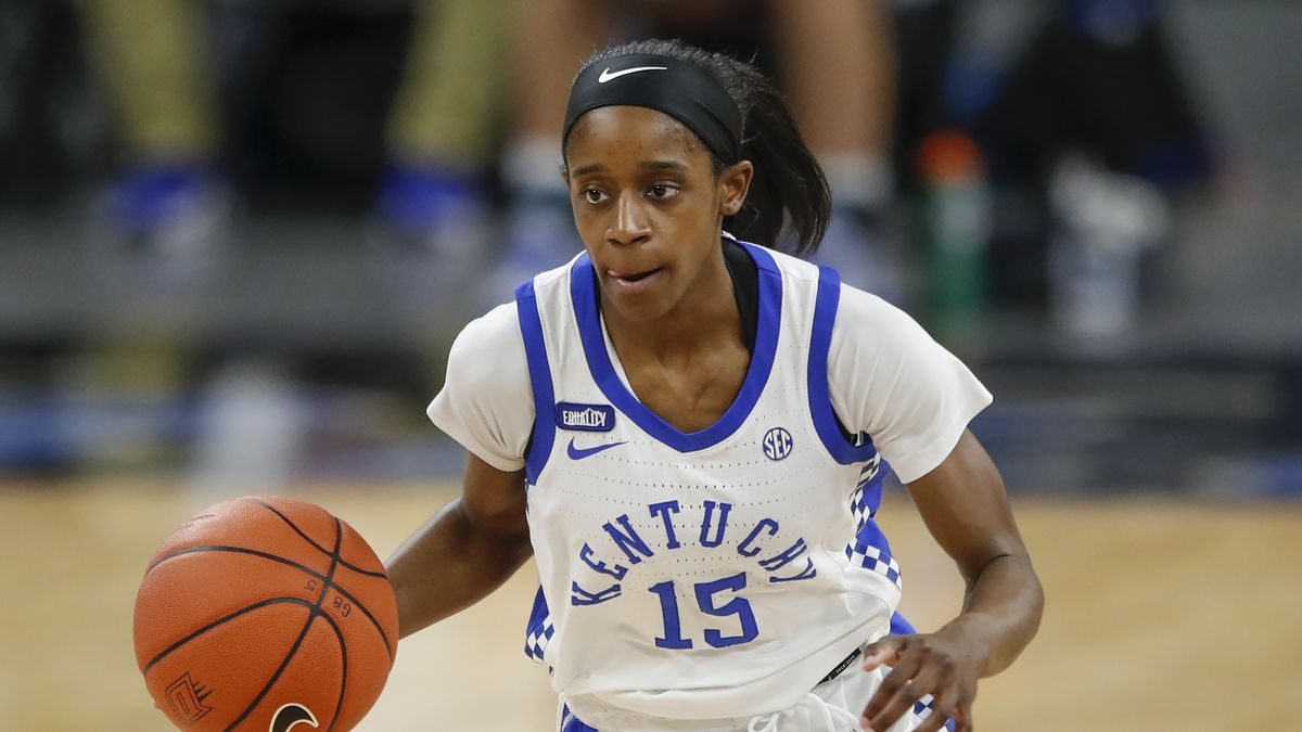 Kentucky Wildcats guard Chasity Patterson (15) brings the ball up court during the first half...