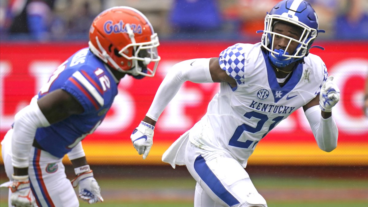 Kentucky defensive back Quandre Mosely (21) covers Florida wide receiver Rick Wells (12) as he...
